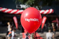 Shopping-Fans feiern begeistert die Eröffnung des neuen TK Maxx Stores in Hanau