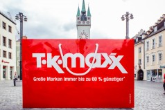 Shopping-Fans feiern begeistert die Eröffnung des neuen TKMaxx Stores in Straubing