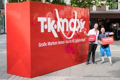 Shopping-Fans feiern begeistert die Eröffnung des neuen TKMaxx Stores in Soest