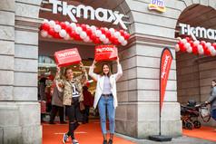 Shopping-Fans feiern begeistert die Eröffnung des neuen TKMaxx Stores in Schwerin